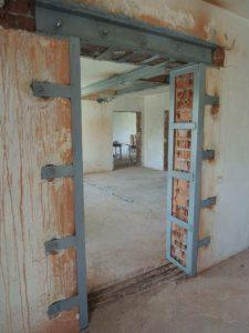 Зачем и в каких случаях нужно усиливать дверной проем